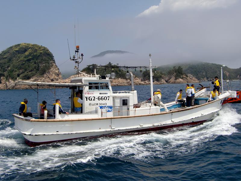 漁船で遊覧