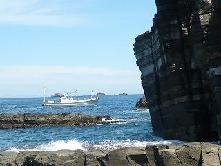 いか釣り漁船が遊覧船
