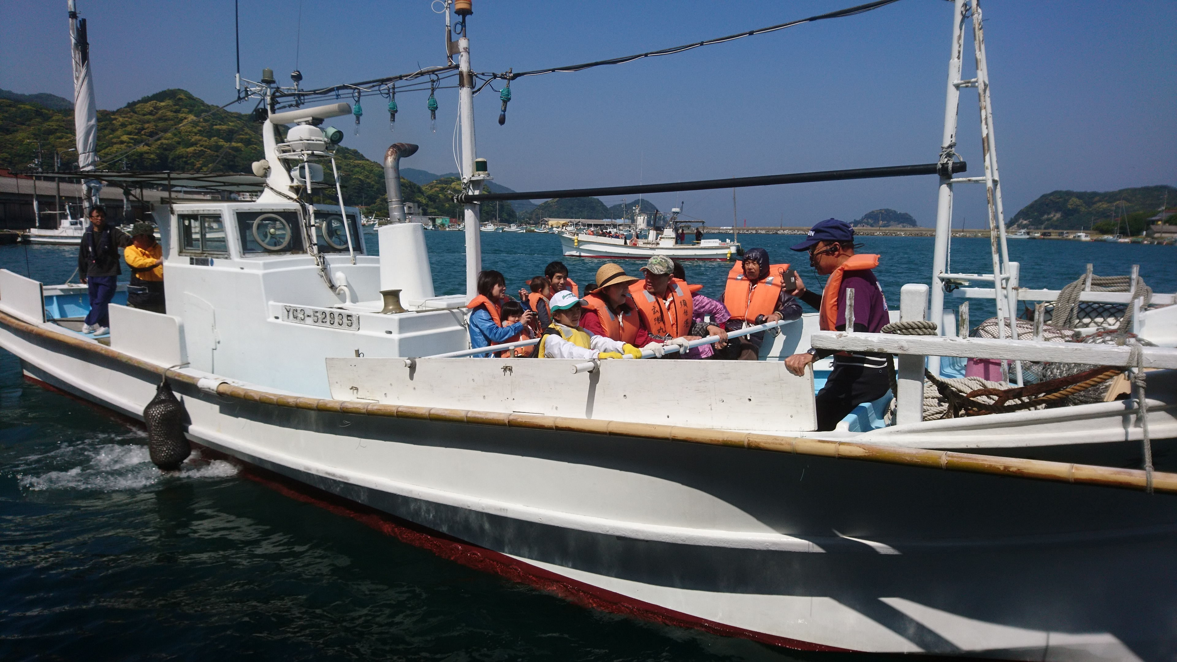 須佐湾遊覧船、好評運航中です。